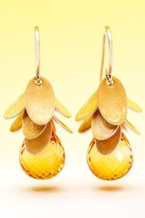 Gehen Sie lieber zu einem Goldschmied, wenn Sie Schmuck kaufen, und fragen Sie woher die Materialien stammen.