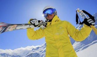 Skibekleidung im Test: Wie steht es um die Funktion und was ist drin?