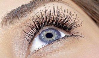 Das kann ins Auge gehen: Mittel zum Wimpern färben oft schädlich