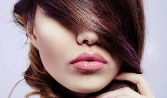 Von Avocado bis Zitrone: Einfache Hausmittel für glänzende Haare
