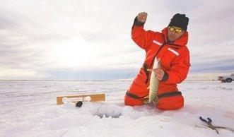 Wie und wo Eisfischen in der Schweiz zum Naturerlebnis wird