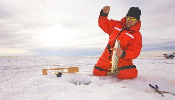 Eisfischen in der Schweiz: Wie es geht und wo es möglich ist