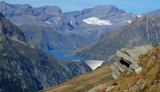 Woraus zieht die Schweiz mehr Nutzen aus der Landschaft? Durch den Bau von Energiequellen oder dem Tourismus?