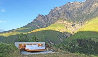 Ein Bett, aber keine Wände: In diesem Hotel schlafen Sie draussen