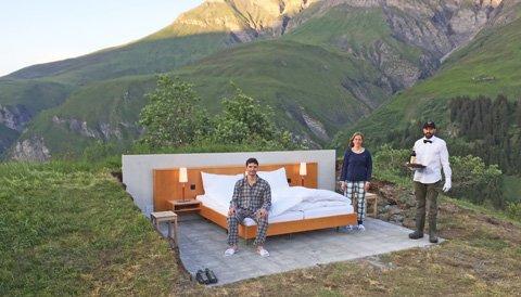 ein bett aber keine w nde in diesem hotel schlafen sie. Black Bedroom Furniture Sets. Home Design Ideas