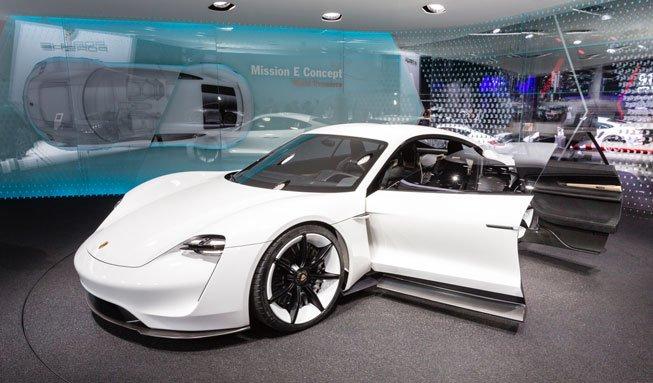 E-Autos können nicht sportlich? Dann sehen Sie sich diesen Porsche mal an!