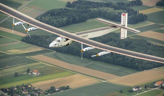 Mit Sonnenkraft einmal um die Welt: «Solar Impulse 2» ist startklar