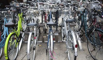 Überfüllte Velostation adé dank dem Fahrrad-Parkhaus