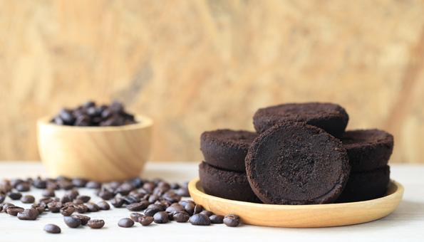 Nicht in den Abfall! 7 clevere Tipps für Kaffeesatz