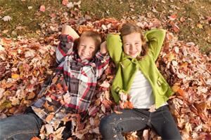 Mit Kindern den Herbst erleben: 5 Spielideen in der Natur