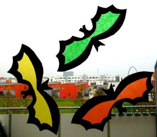 bild 4  basteln zu halloween fledermäuse bunt und gruselig