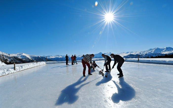 Eislaufen vor einzigartiger Kulisse auf Alp Raguta