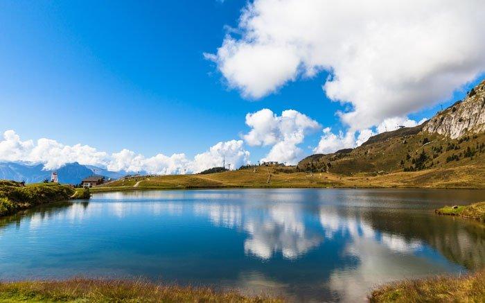 Kristallklarer Bergsee: Der leicht zu erreichende Bettmersee