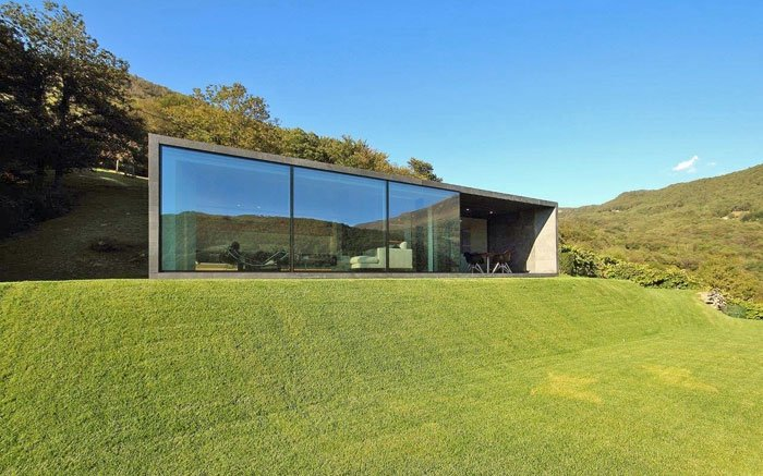 traumhaus in gr n dieses fertighaus ist luxuri s und. Black Bedroom Furniture Sets. Home Design Ideas
