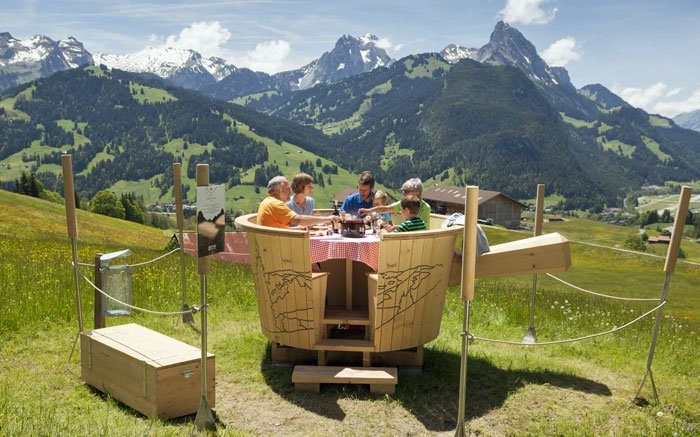 Fondue-Schlemmen im Outdoor Caquelon in Gstaad