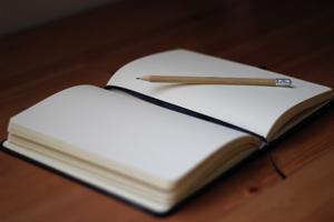 Notizbuch, Stift und ein bisschen Kreativität ist alles, was es für ein Bullet Journal braucht.