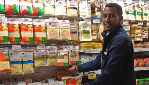 Wie Flüchtlinge durch eine Vorlehre bei Coop integriert werden