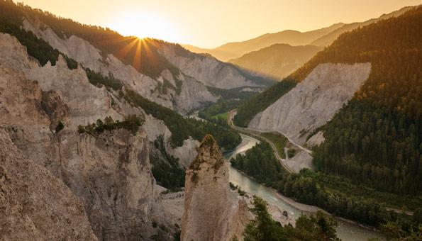 Ausflugsziele Graubünden: Die Top 9 Sehenswürdigkeiten: Rheinschlucht