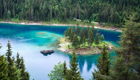 Insel im Caumasee bei Flims