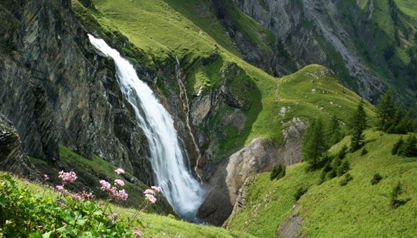 Die Engstligenfälle mit der Engstligenalp im Berner Oberland
