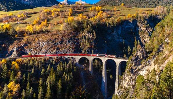 die Rhätische Bahn gehört zum unesco weltkulturerbe der Schweiz
