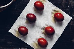 Eier nach dem Färben trockenen lassen