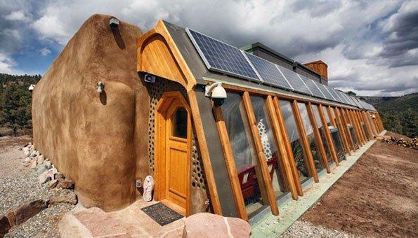 earthships nachhaltig wohnen durch upcycling und sonnenw rme. Black Bedroom Furniture Sets. Home Design Ideas