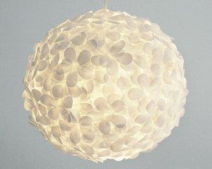 Diese Lampe besteht aus Papier und ist von Allison Patrick. Foto: The ...