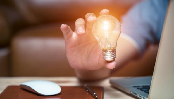 Energie sparen im Homeoffice: Mit unseren 9 Stromspartipps gelingt's