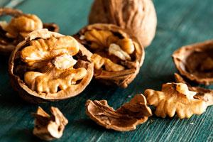 Baumnüsse enthalten Vitamin E, was eine schöne Haut macht