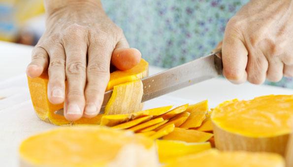 Kürbis einfrieren: Ob roh oder gekocht, so bleibt Kürbis haltbar