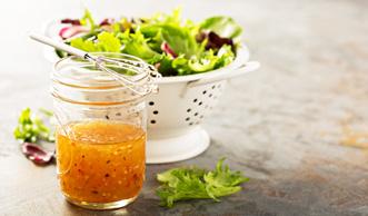 Für die feine Würze: 4 schnelle Rezepte für Salatdressing mit Pfiff