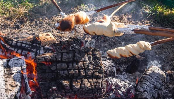 Schlangenbrot Rezepte einfach, mit Kräutern oder Schoggi