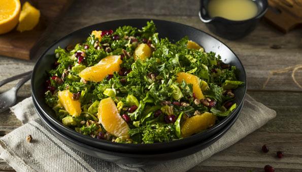 Wintersalat: Rezept für Krünkohlsalat mit Orangen und Baumnüssen