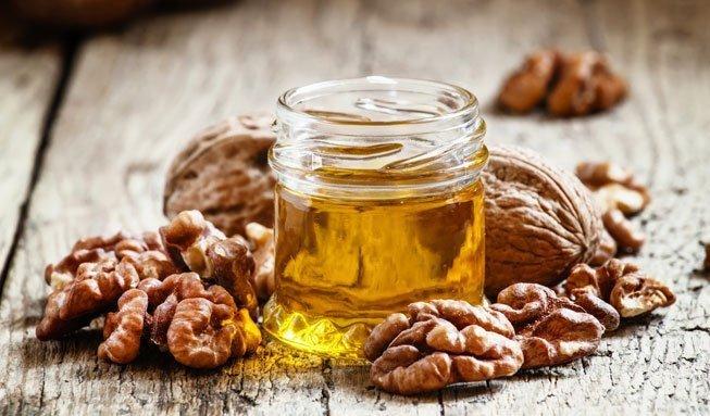 So gesund ist Baumnussöl: Seine 4 wichtigsten Wirkungen