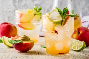 Bowle Rezept mit und ohne Alkohol: Kokosnuss und Pfirsich