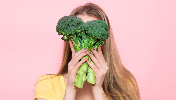 Brokkoli roh essen: So gesund ist das Gemüse frisch vom Feld