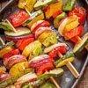 Ganz nach Geschmack: Bunte Gemüsespiesse grillieren