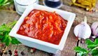 Aus frischen Tomaten: Ketchup selber machen mit wenig Zucker