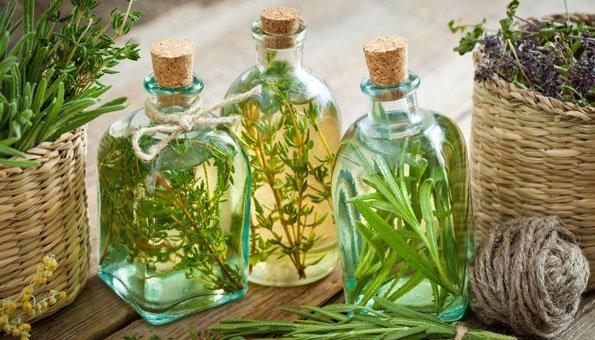 Gesunder Kräuteröl selber machen: Rezepte und die Haltbarkeit