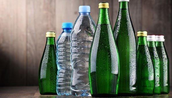 Bei Mineralwasser setzen Sie auf Glas statt Plastik