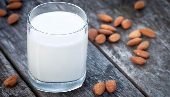 Mandelmilch selber machen: Rezept in 5 Schritten und Tipps