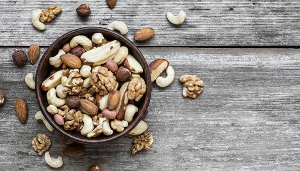 Nüsse machen glücklich denn sie enthalten besonders viel Serotonin