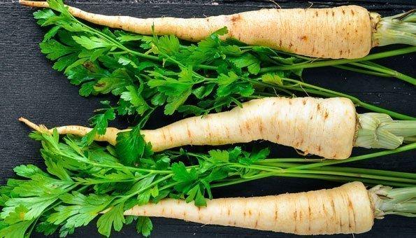 Pastinaken roh essen: Grün in der Küche verwenden