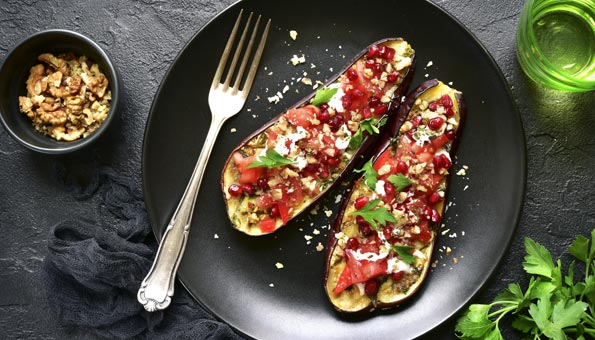 Granatapfel-Rezept mit grillierten Auberginen und Joghurtsauce