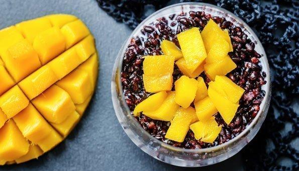 Selbst zu Desserts passt Schwarzer Reis bestens.