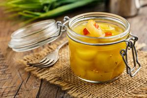 Senfgurken schmecke viel süsser als in Essig eingelegte Gewürzgurken.