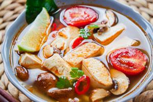 Tofu zubereiten für verschiedene Gerichte wie Suppe