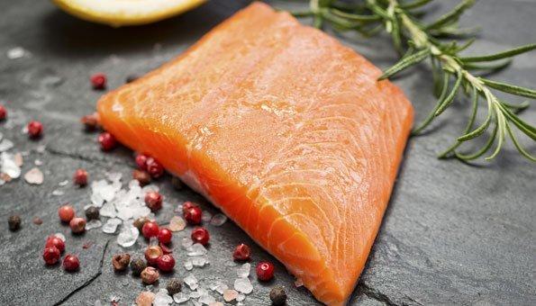 Fische wie etwa die Lachsforelle liefern am meisten Vitamin D.