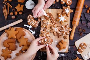 Weihnachtsguetzli-Rezepte: Lebkuchenkekse dekorieren